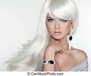 Hübsches blondes Portrait. Weiße lange Haare. Modemädchen
