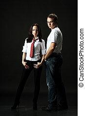 Hübsches junges Paar im Studio.