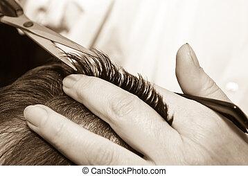 Haare schneiden.
