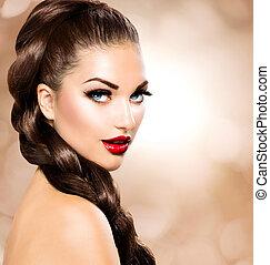 Haarflocken. Schöne Frau mit gesundem, braunem Haar