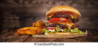 Hamburger mit Salat und Käse.