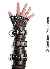 Hand in Lederfesseln