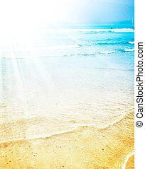 Heller Sonnenschein an einem tropischen Strand