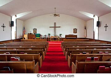 Hinter der Kirche