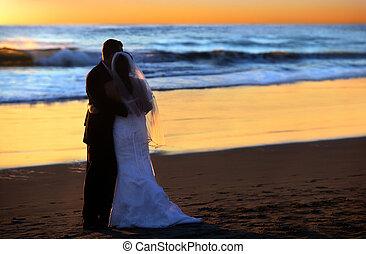 Hochzeit bei Sonnenuntergang.