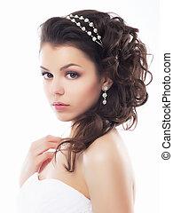 Hochzeitsstil - sanfte junge Verlobte. Coiffur und Make-up