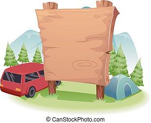 Holzcampingbrett vor dem Land.