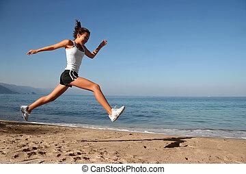 Ich springe am Strand