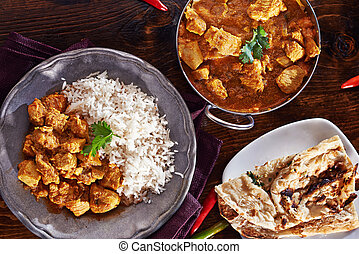 Indisches Curry-Menü mit Baltigericht, Naan und Basmati-Reis.