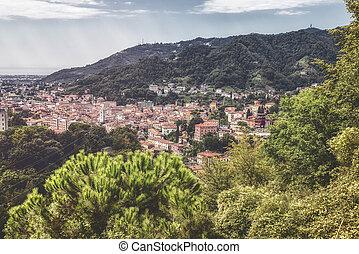 Italien Toskana, Aussicht auf die berühmte Stadt Carrara.