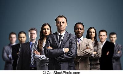 Junge attraktive Geschäftsleute