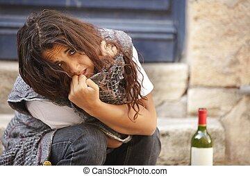 Junge Frau betrunken