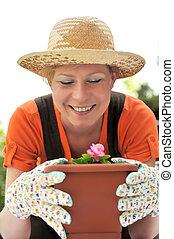 Junge Frau - Gartenarbeit