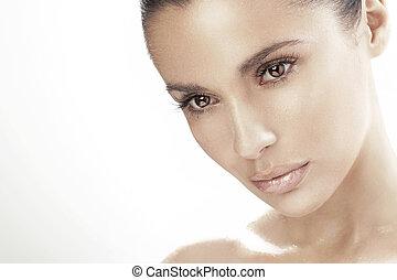 Junge Frau mit schönen Augen.