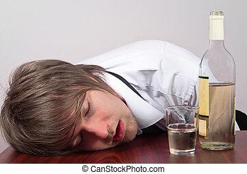 Junger Mann mit Alkohol