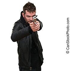 Junger Mann mit Waffe