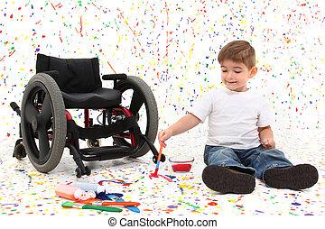 Junges Kind malt Rollstuhl.