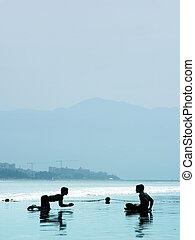 Jungs am Strand
