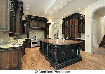 Küche mit dunklem Schrank
