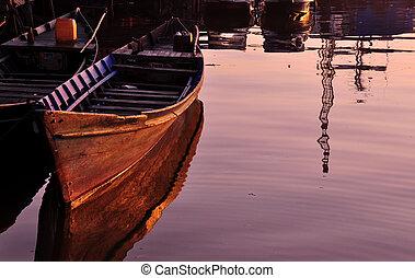 Kanuspiegelung bei Sonnenaufgang
