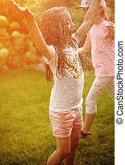 kinder, freudig, dusche, genießen, kleingarten, sommer