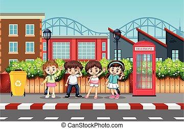 Kinder in der Stadtstraße.