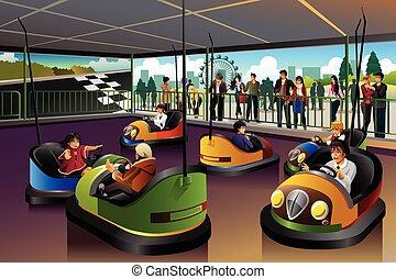 Kinder spielen Auto in einem Freizeitpark.