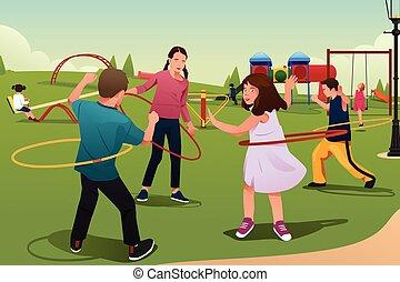Kinder spielen Hula-Hoop.