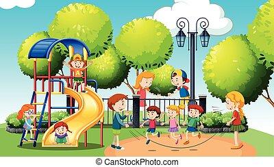 Kinder spielen im öffentlichen Park.