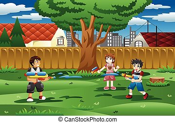 Kinder spielen mit Wasserpistolen im Garten.
