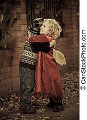 Kinder umarmen