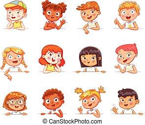 Kinder verschiedener Nationalitäten und verschiedene Gesten mit leerem weißem Brett