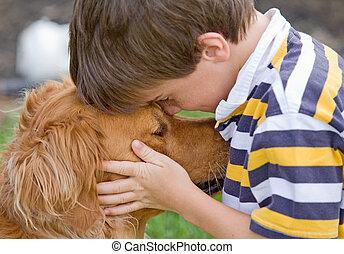Kleiner Junge und Hund