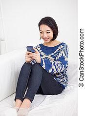 klug, frau, hübsch, junger, telefon., asiatisch