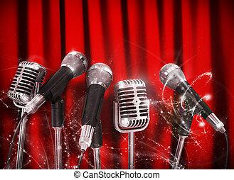 Konferenz-Mikrofone für Red Curt vorbereitet.