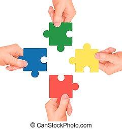 Kooperationskonzept: Hände mit Puzzleteilen.