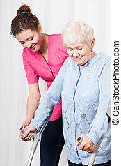 krankenschwester, frau, altes , hilft, spaziergang
