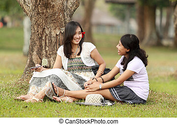 lächelnde frau, junger, unterhaltung, haben