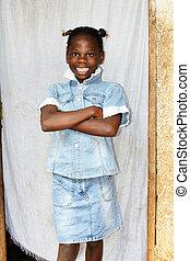 Lächelndes junges afrikanisches Mädchen