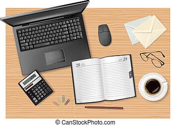 Laptop und Büromaterial