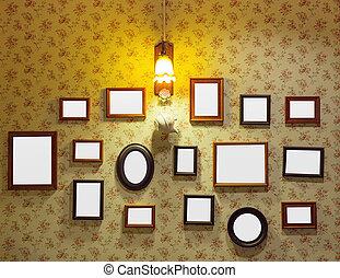 Leere Gemälde in einem alten Interieur.