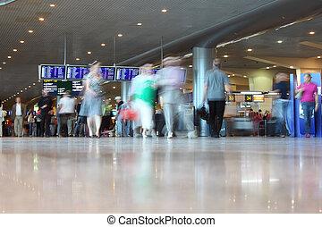 Leute am Flughafen