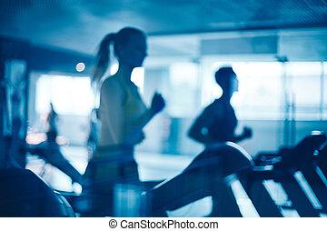 Leute im Fitnessstudio.