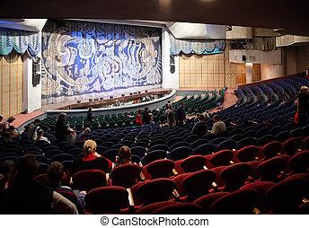 Leute im Theater