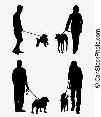 Leute mit Hunden.