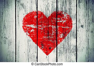Liebessymbol an der alten Holzwand.