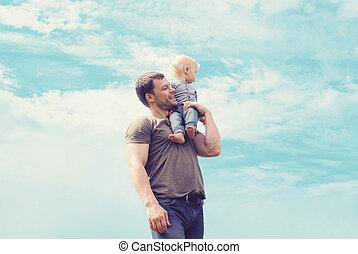 Lifestyle atmosphärische Portrait glücklich Vater und Sohn haben Spaß o.