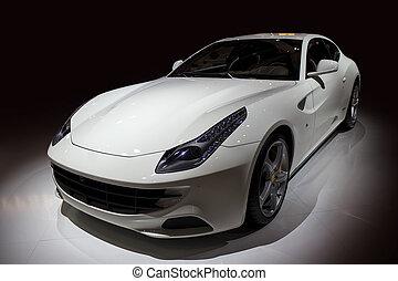 Luxus-weißes Sportauto