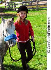Mädchen und Pony.