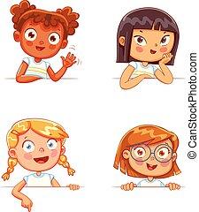 Mädchen verschiedener Nationalitäten mit leerem weißen Brett